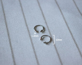 Silver C-shape ear stud, price is only for a single stud.