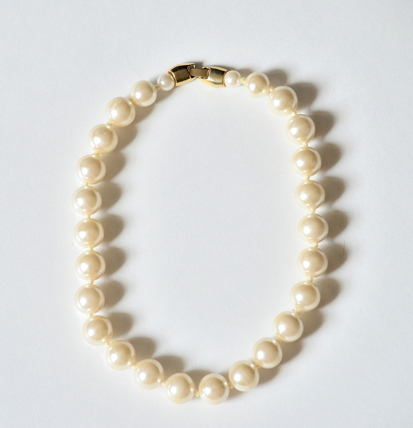 Pearl Choker Vintage Necklace. Beige Faux Pearls By
