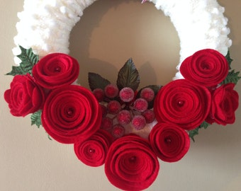 """Red velvet with """"snowflakes"""" ... Handmade felt-yarn wreath in a classic Christmas colours"""