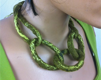 Soft green turn chain necklace