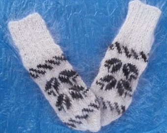 warm wool mittens made with hands (2)