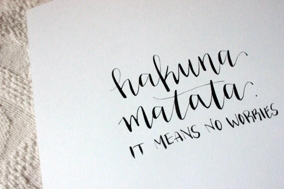 Articles Similaires Hakuna Matata Calligraphie Impression Sur Etsy