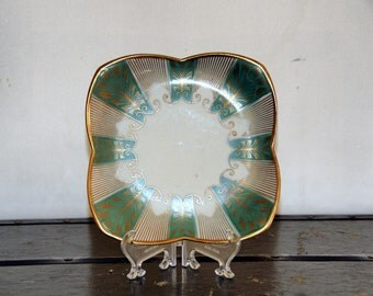 Alka Kunst Dessert Plate, Bavaria, Art Deco, Quatrefoil, Green, Gold, Feather, Gilded, 1119 B, 1950s, Germany, Dinnerware, Tableware, Retro