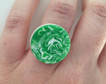 Big bold ring. Green marbled statement ring. Polymer clay ring. Adjustable ring. Unique ring. Fashion ring. Gift for her. Costume jewellery