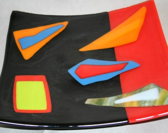 Square glass platter in an abstract pattern (PL-7)
