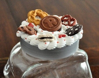 Jar brings cookies-Cookies in a jar