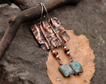 Rustic boho earrings with foldforming copper and crysocolla dangles / Dangling bohemian earrings noble green earrings / Metalsmith jewelry