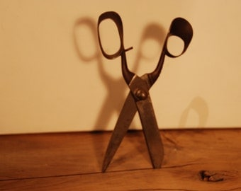 Vintage French pair of tailor's or dressmaker's shears in very good condition.