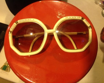 Dating back to the 1950s vintage sunglasses