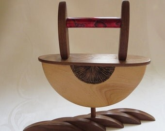 Contemporary sculpture in wood and woodburned - Contemporary turned sculpture with pyrography