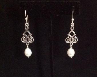 Pearl dangling earrings