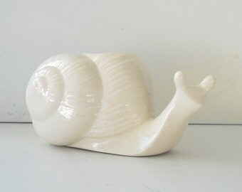 Snail Planter, Succulent Planter, Ceramic Vase, White pot, Perfec, Garden lover gift, Windowsill Planter, PLant pot, home decor, Animal Pot