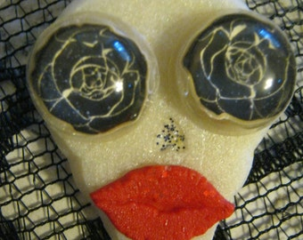 White Skull With Rose Eyes and Red Lips Brooch