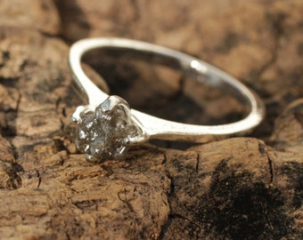 Rough diamond ring in sterling silver prong setting