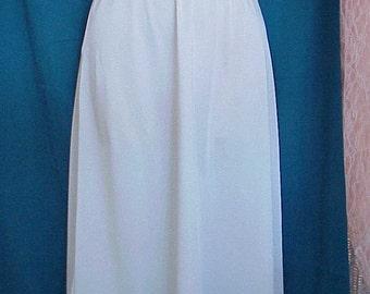 Free Shipping..Beautiful Vintage Olga Sparkling White Half Slip Lace Trim