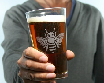 Honey Bee Pint Glass - etched insect beer glass - apiculture