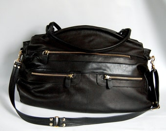 Travel bag in black leather