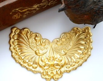BRASS Plaque Victorian Winged Shell Cartouche Stamping - Jewelry Ornament Findings (C-802) #