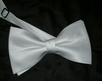 Agnes off white dupioni silk bow tie