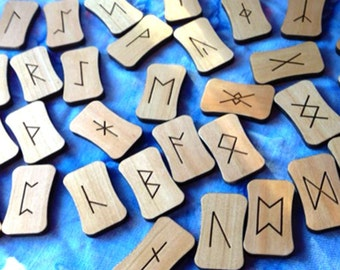 Plain Curves 34 Anglo Saxon Rune Set