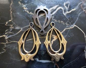 Vintage Pendants, 1970s Oval Filigree Drops, Open Raw Unplated Die Cast Brass Openwork Earring Jewelry Findings, 30x17mm, 2 pcs. (C27)