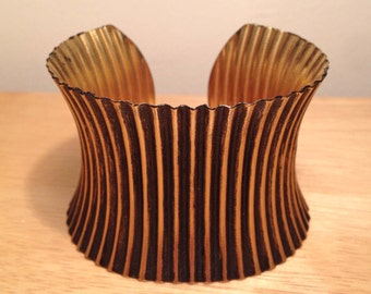 Back and brass ribbed cuff