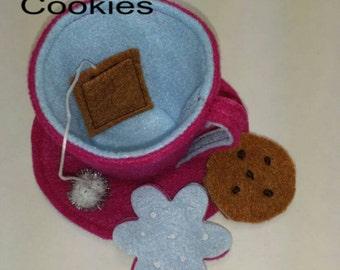 Tea cup and saucer with sugar cookie and chocolate chip cookie, teaset, single teacup, felt toy teaset, felt tea set, party favors.