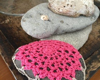 Lacy Crocheted Stone Pink/Antique White