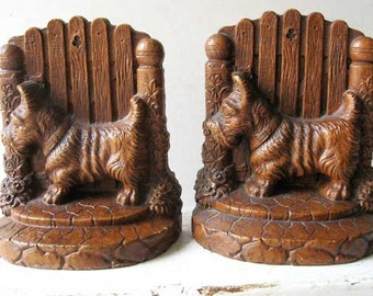 Vintage 1940 Scottie Dog Bookends, SyroccoWood, Scottie Standing by Garden Gate, Dog, Scottie