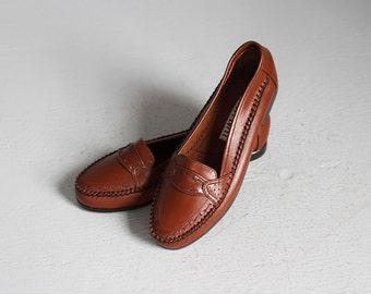 sale // vintage dark brown deadstock loafers flats new / 6 - 6 1/2