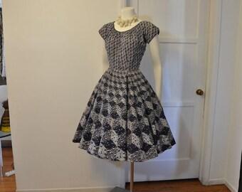 1950s dress / Into the Blue Vintage 50's Full Skirt Novelty Print Dress