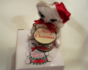 Rare Fancy Feast Kitty Cat ornament in box tree ornament 1991 no longer in production White kitty cat sitting holding a drum