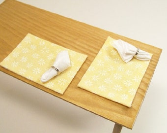 Yellow White Placemats Napkins Pair 1:12 Dollhouse Miniatures Scale Artisan