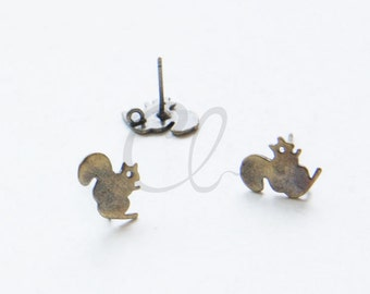 2pcs (One Pair) Antique Brass Plated Brass Base Earring Post - Squirrel - 9.5x9mm (1912C-I-401)