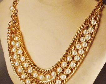 Stunning WEDDING NECKLACE  Belt Faux Pearls Goldtone chain  35 in long large  pearls Weddiing jewelry  great condition