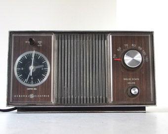 Vintage GE AM Clock Radio