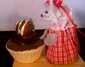 Felt Mouse with a Cupcake