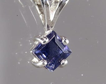 Natural 1/3 carat Iolite Handset in .925 Sterling Silver WITH .925 Sterling Silver Chain - Fast Free Shipping