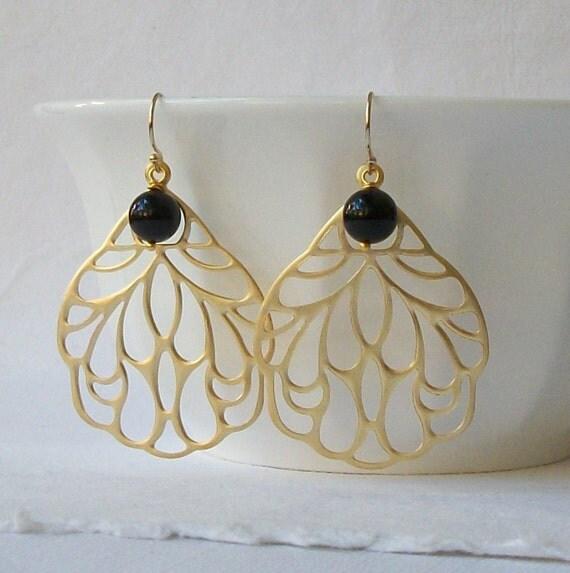 LAST ONE Black Pearl Dangle Earrings