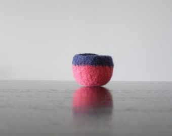 tiny felted dish - navy and hot pink wool bowl - air plant planter - ring dish - jewelry bowl