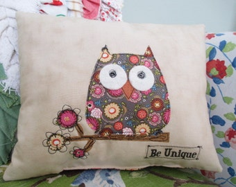 Owl Pillow, Accent Pillow, Summer Pillow, Summer Decor,  Appliqued Pillow, Free-Motion, Appliqued Owl Pillow