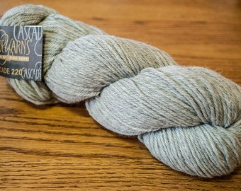 Cascade 220 Worsted Weight Wool Yarn - 220 yards - Silver Grey 8401