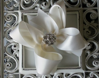 NEW ITEM----Mini Boutique Doubled Layered Hair Bow Clip with RHINESTONES-----Antique White Satin---