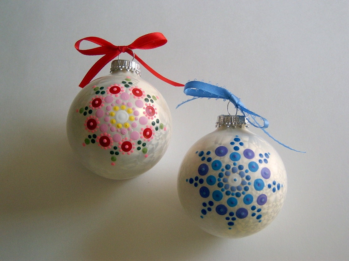 Hand painted glass christmas tree ornament holiday decor for Christmas glass painting designs
