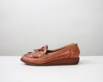 vintage leather tassel loafers / size 8 1/2
