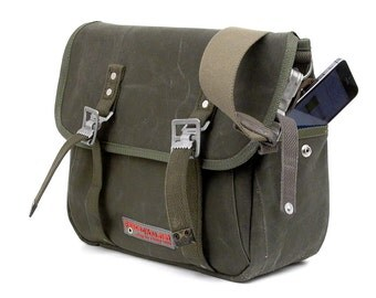 Olive Messenger Bag,Classic Messenger,Cross Body Bag, Unisex Bag, Redesigned Army Bag, Recycled German Duffle Bag / Upcycled in GERMANY-2080