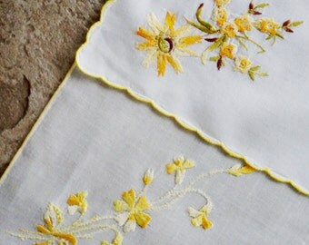 Vintage Hankie Handkerchief Embroidered Spray Floral Gold Yellow Satin Stitch Daisies Set of Two