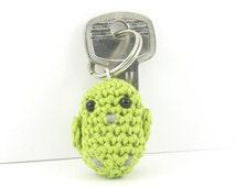Amigurumi parrot keychain, crochet parrot keyring, plusch parrot bag charm, mini parrot, miniature parrot, green parrot, bird keychain