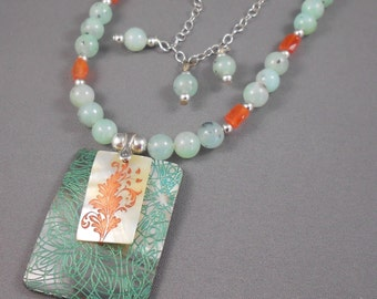 Park Avenue Stroll Chrysoprase and Carnelian Beaded Necklace