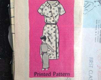 Vintage 1960 DRESS sewing pattern.  Newspaper order. Size 16.    No. 4777.